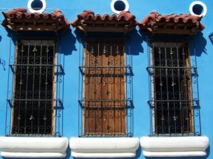tres ventanas azules