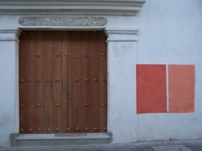 cuadros y puerta