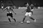 Rivera dribbles the ball away from Martínez (ARG-MEX)