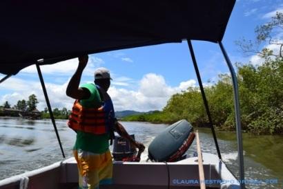 por el río Nuquí