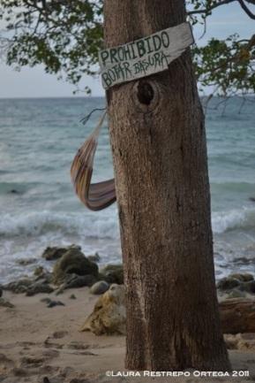 prohibido botar basura en Playa Blanca, Barú