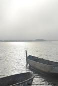 canoas en la laguna