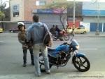 dos hombres y una moto