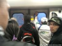 hombre me mira en el metro