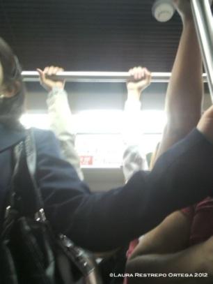 manos en el metro