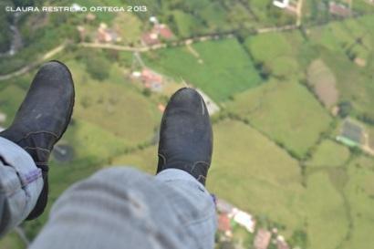 17-botas volando