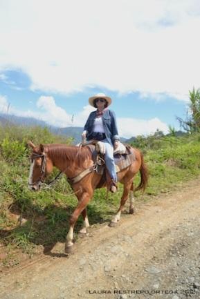 24 - a caballo