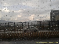carro en el puente
