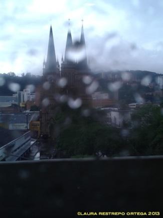 iglesia por la ventana