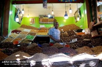 POT6-spices man market Marrakech